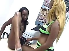 Sweet black lesbian eats out tasty pussy